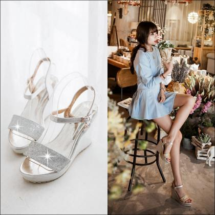 Gorgeous Peep Toe Platform Wedge Sa..