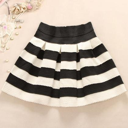 Cute Black And White Stripes Skirt on Luulla