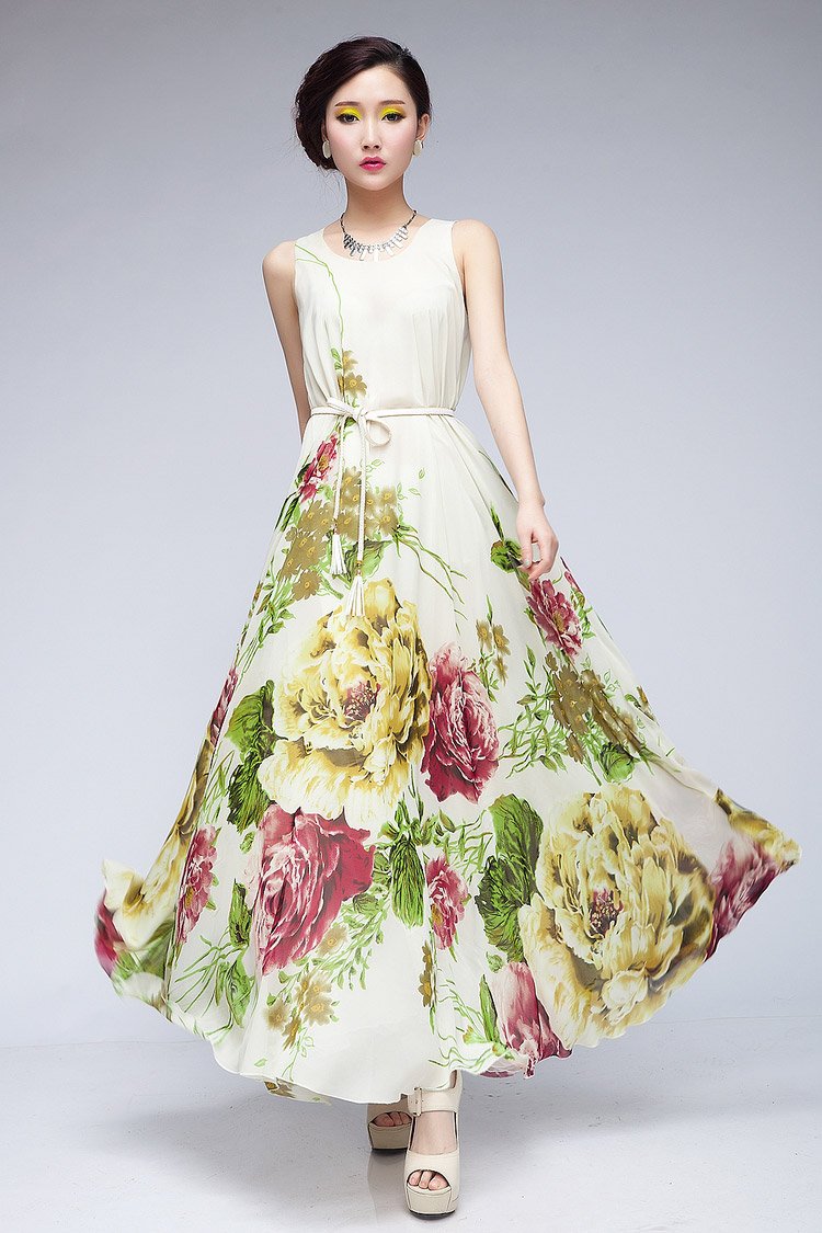 Elegant White Floral Round Neck Maxi Dress